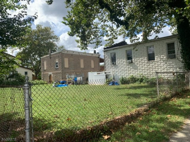 6 BR,  3.00 BTH Multi-family style home in Belleville