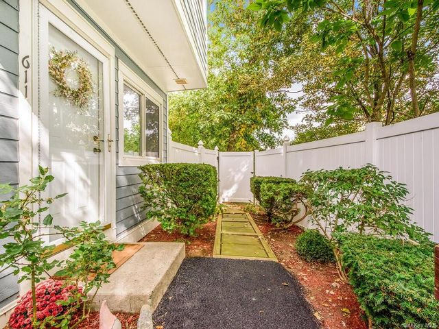 3 BR,  3.00 BTH Townhouse style home in Mount Kisco