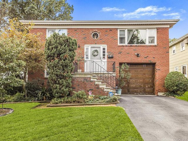 5 BR,  3.00 BTH Raised ranch style home in Yonkers