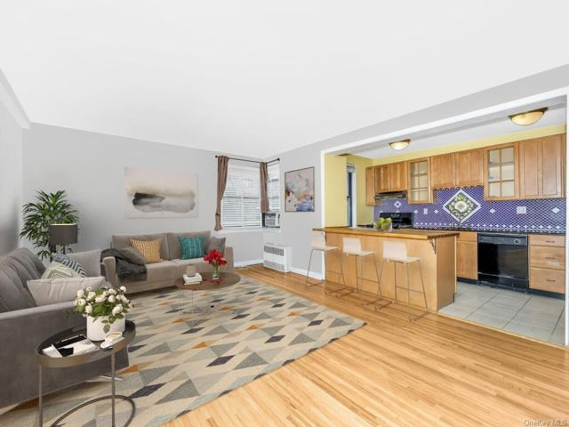 1 BR,  1.00 BTH Co-op style home in Eastchester