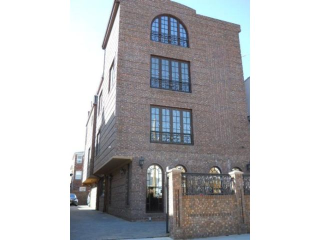 8 BR, 10.00 BTH Multi-family style home in Dyker Heights