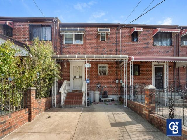 3 BR,  2.00 BTH Single family style home in East New York