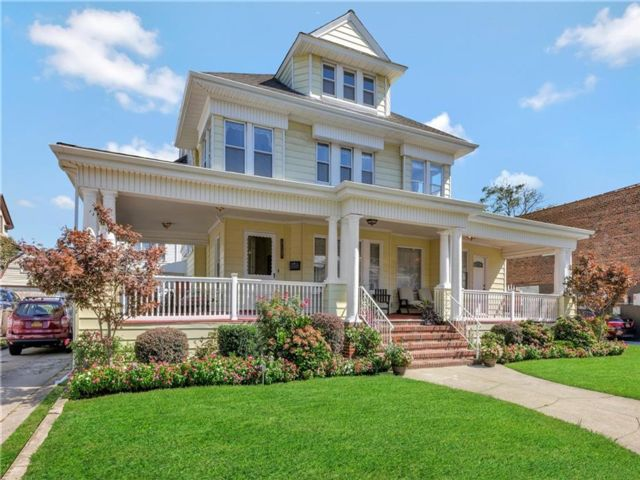 5 BR,  0.00 BTH Multi-family style home in Rockaway Park