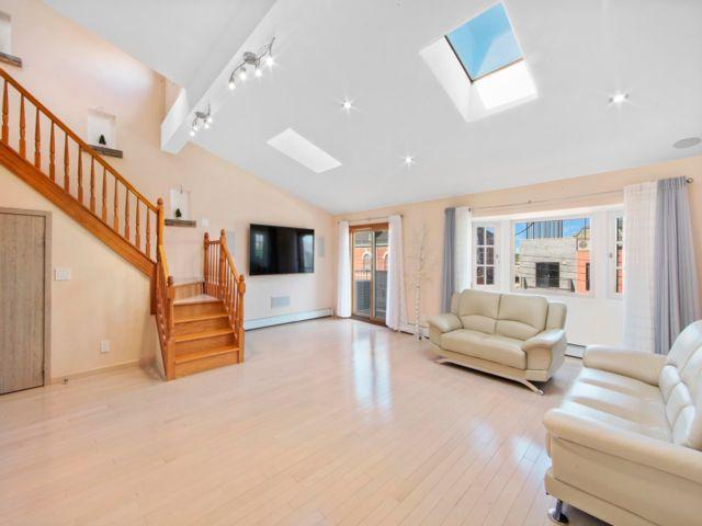 3 BR,  3.00 BTH Condo style home in Bay Ridge