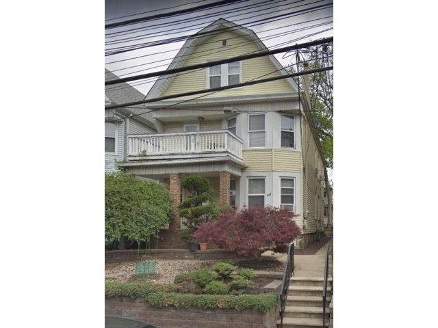 5 BR,  4.00 BTH  style home in Kearny