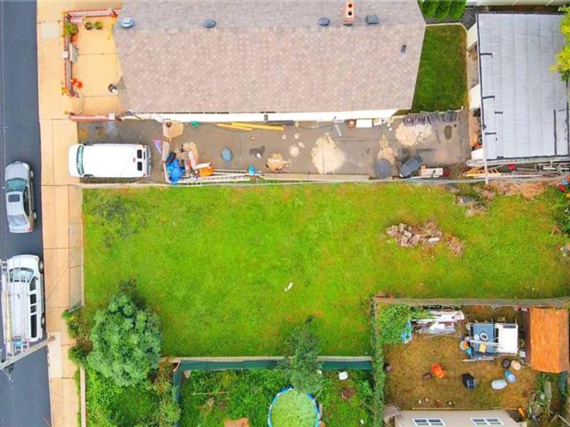 Lot <b>Size:</b> 35 X 112 Land style home in Graniteville