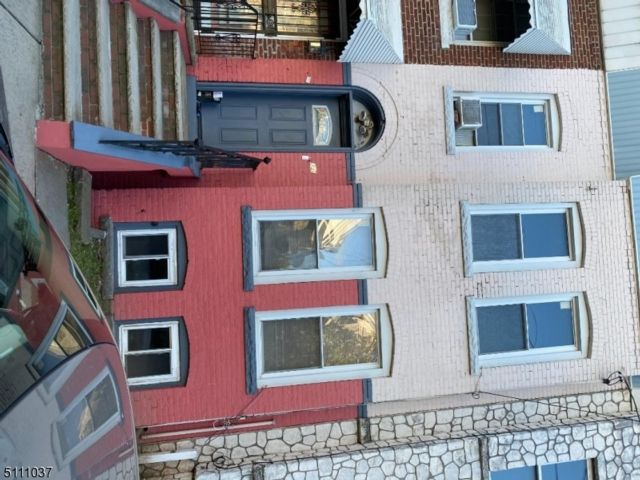 3 BR,  1.00 BTH Fixer upper style home in Newark