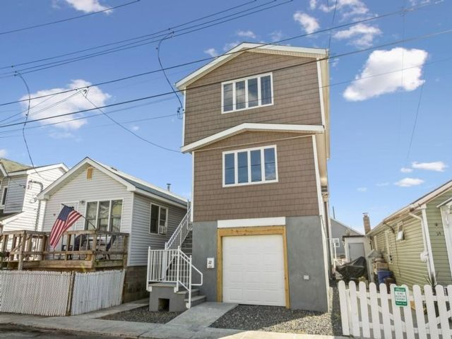 3 BR,  2.00 BTH Single family style home in Broad Channel
