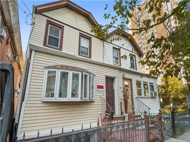 3 BR,  3.00 BTH Other style home in Kingsbridge
