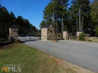 3 BR,  2.00 BTH  Single family style home in Fayetteville