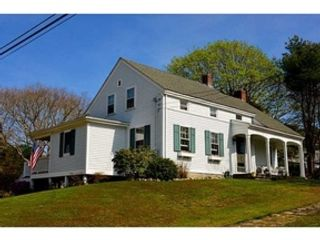 3 BR,  2.50 BTH Colonial style home in Dartmouth