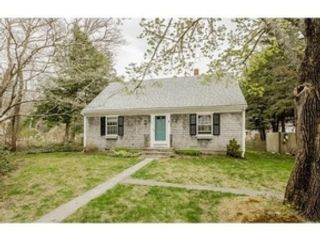5 BR,  4.00 BTH Single family style home in New Bedford