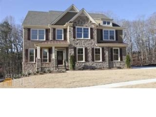 5 BR,  3.00 BTH  Traditional style home in Suwanee