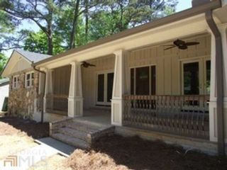 3 BR,  2.50 BTH  Traditional style home in Flowery Branch