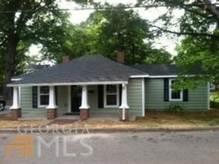 4 BR,  2.50 BTH Single family style home in Royal