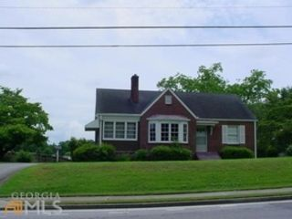 3 BR,  3.50 BTH  Single family style home in Hot Springs