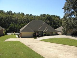3 BR,  4.00 BTH Single family style home in Loganville