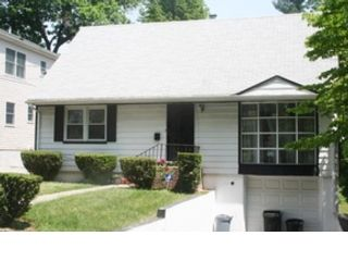 5 BR,  3.00 BTH  Traditional style home in Frankfort