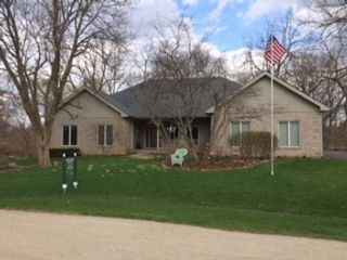 4 BR,  3.50 BTH 2 story style home in Frankfort