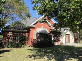 3 BR,  2.50 BTH Ranch style home in Oak Lawn