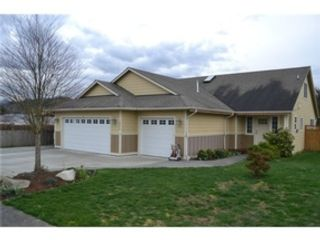 4 BR,  3.00 BTH Transitional style home in Hickory