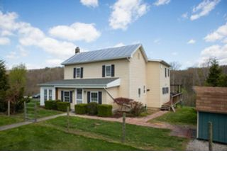 4 BR,  2.50 BTH Single family style home in Broadway