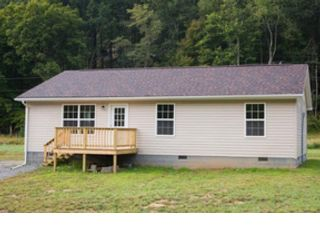 4 BR,  2.50 BTH Ranch style home in Broadway