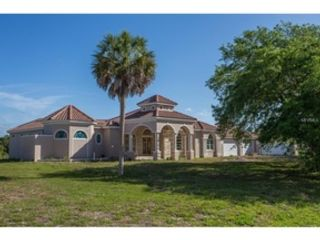 3 BR,  3.00 BTH Single family style home in Port Charlotte