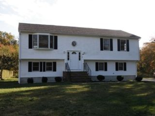 4 BR,  2.50 BTH Single family style home in Westport