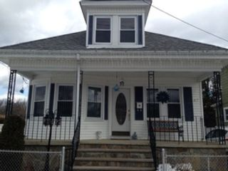 3 BR,  2.50 BTH Single family style home in Swansea