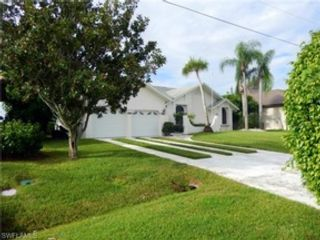 6 BR,  3.50 BTH  Single family style home in Fort Myers