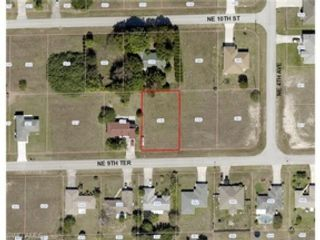 5 BR,  7.00 BTH Single family style home in Cape Coral