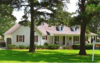 4 BR,  3.00 BTH  Single family style home in Warner Robins