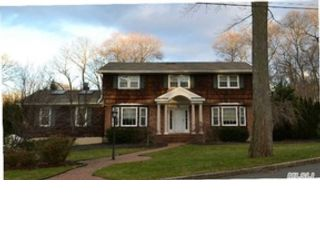 5 BR,  3.50 BTH  Colonial style home in Hauppauge