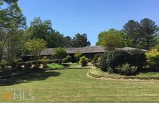 4 BR,  4.50 BTH  Traditional style home in Alpharetta
