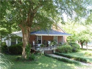 3 BR,  2.50 BTH Single family style home in DeKalb
