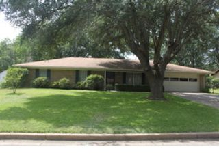 4 BR,  2.50 BTH Single family style home in Shawnee