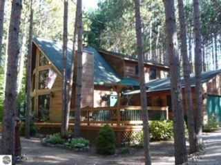 3 BR,  2.00 BTH Single family style home in Suttons Bay