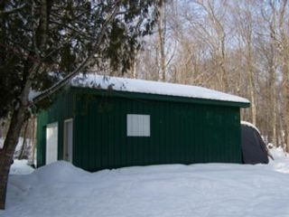 2 BR,  1.50 BTH Single family style home in Engadine