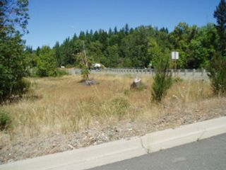 3 BR,  2.00 BTH  Contemporary style home in Grants Pass