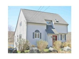 3 BR,  2.50 BTH Single family style home in Warwick