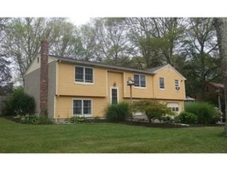 4 BR,  2.50 BTH  Single family style home in Tiverton