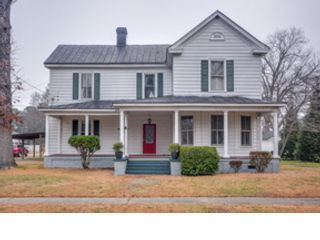 3 BR,  1.50 BTH  Traditional style home in Saint Charles