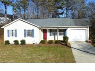 4 BR,  3.50 BTH Traditional style home in Hickory