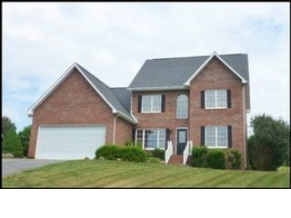 4 BR,  2.50 BTH 2 story style home in Hickory