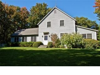 3 BR,  2.50 BTH Colonial style home in Pittsfield