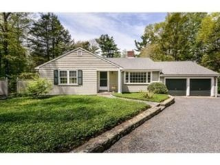 4 BR,  3.00 BTH  Contemporary style home in Scituate