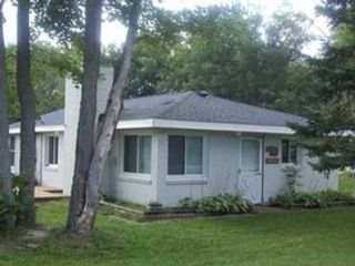 3 BR,  3.50 BTH Condo style home in Sarasota