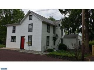 4 BR,  2.50 BTH Cape cod style home in East Stroudsburg