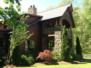 4 BR,  4.50 BTH Mountain style home in Banner Elk